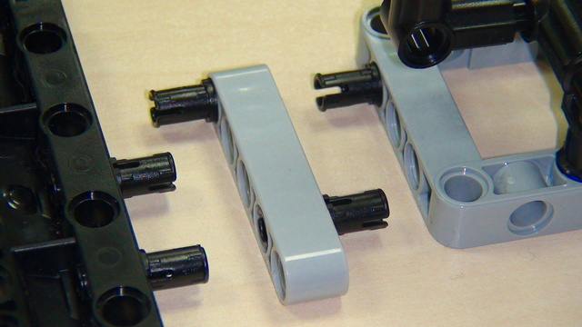 Image for Pinless attachment added below the robot