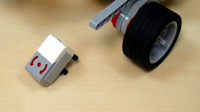 Image for EV3 basics course. Gyro Sensor. Non-intuitive, but logical. Turn back (part 3)