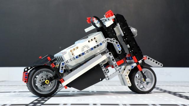 Image for How does the Ninja Motorcycle LEGO Mindstorms EV3 robot work?