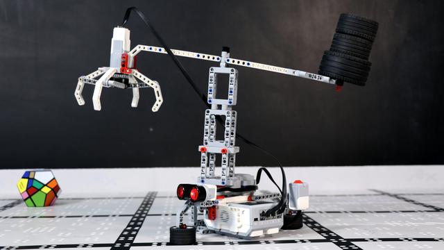 Image for Как работи Крон, кран създаден от LEGO Mindstrorms EV3?